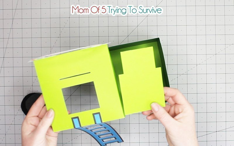 assembling trap door to lid
